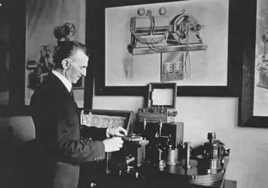 他是爱迪生的死敌,发明1000个专利,本可成为世界首富,却贫穷而死