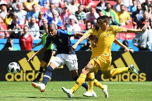 世界杯C组首轮小组赛,抢镜法国球星的门线技术详解!