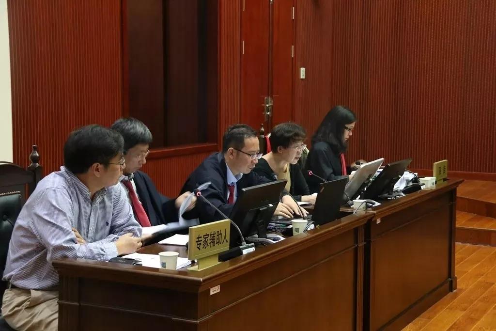 京知七人合议庭公开审理白光LED发光及显示装置发明专利权无效