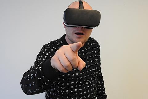 虚拟现实场景(VR场景)中使用美术作品侵犯了什么权利?