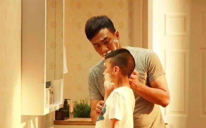 帮父亲刮胡子时,需要一把怎样的剃须刀?