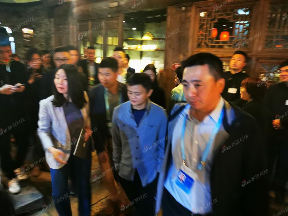 乌镇的一天:演员胡歌与企业家谢旭辉聊了什么?