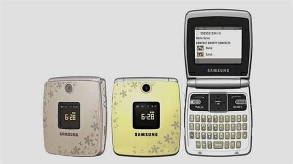 手机正面镶有48个宝石,手机的正面还加上一只眼镜蛇来增添气势.